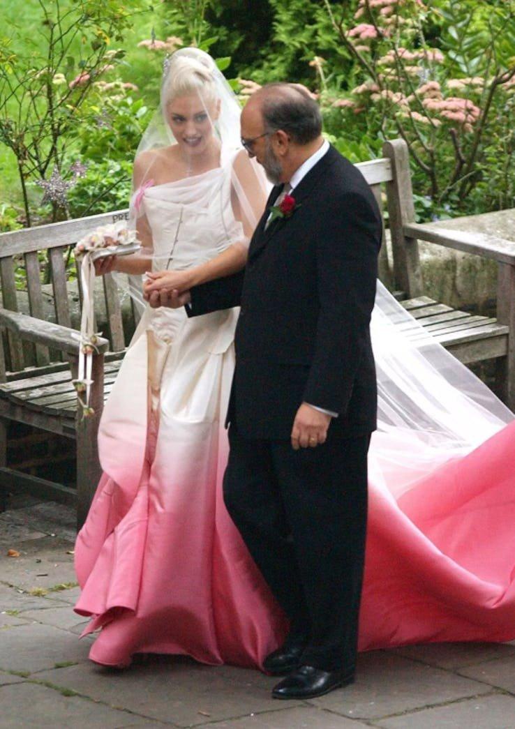 ТОП-20: Самые оригинальные свадебные наряды звездных невест