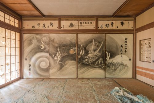 Заброшенные места Японии в фотографиях Ромена Вейона (21 фото)