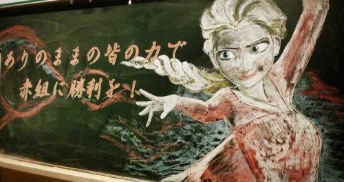Японский учитель каждый день рисовал на доске, вдохновляя учеников принять участие в ежегодном школьном соревновании (5 фото)