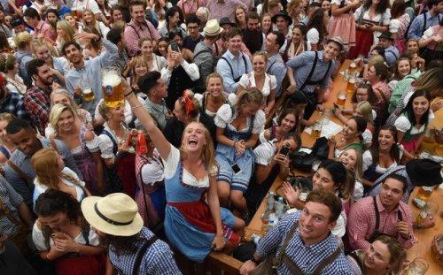 В Мюнхене стартовал ежегодный фестиваль пива Oktoberfest (12 фото)