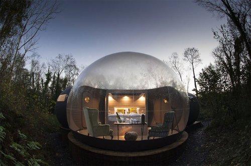 В этих домиках-пузырях можно спать прямо под звёздами! (6 фото)