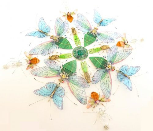 Художница создаёт из компьютерных комплектующих прекрасных насекомых и делает из них мандалы (11 фото)