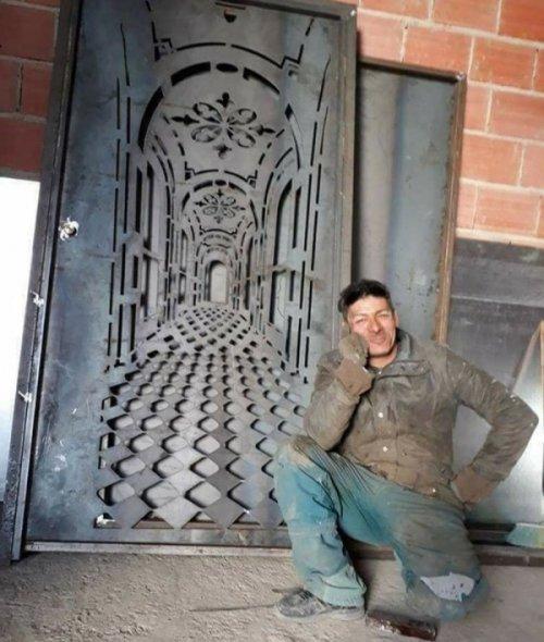 Железная дверь с невероятным 3D-эффектом (4 фото)