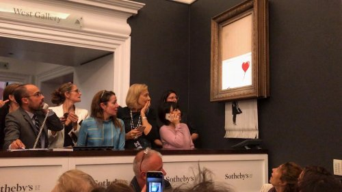 Картина знаменитого Banksy самоуничтожилась на аукционе сразу после удара молотка (фото + видео)