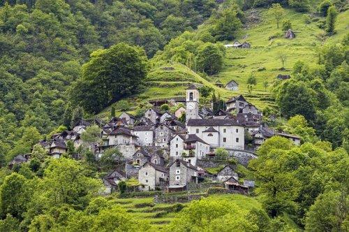Кориппо: деревня, которая хочет стать отелем (7 фото)