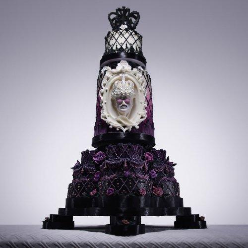 Художница-кондитер сделала потрясающий торт в честь дня рождения Фредди Меркьюри (8 фото)