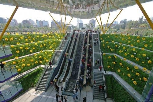 Удивительные и прекрасные станции метро в разных городах мира (7 фото)