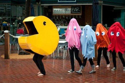Прикольные самодельные костюмы на Хэллоуин для весёлой компании, которые не ударят по вашему бюджету (19 фото)