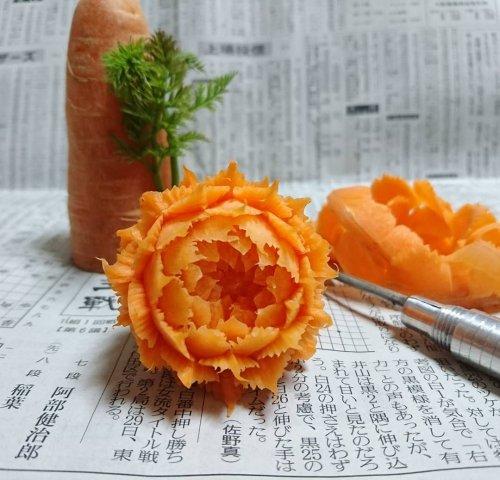 Японский фуд-художник превращает овощи и фрукты в изящные цветы и резные украшения (18 фото)