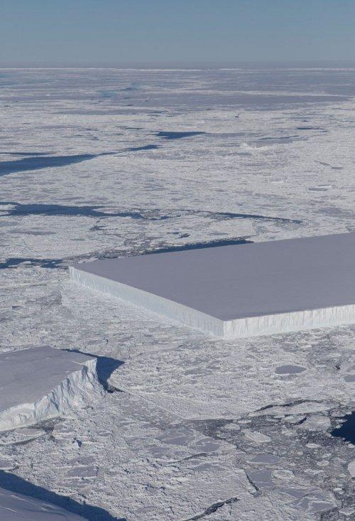 В Антарктике обнаружили айсберг идеальной прямоугольной формы