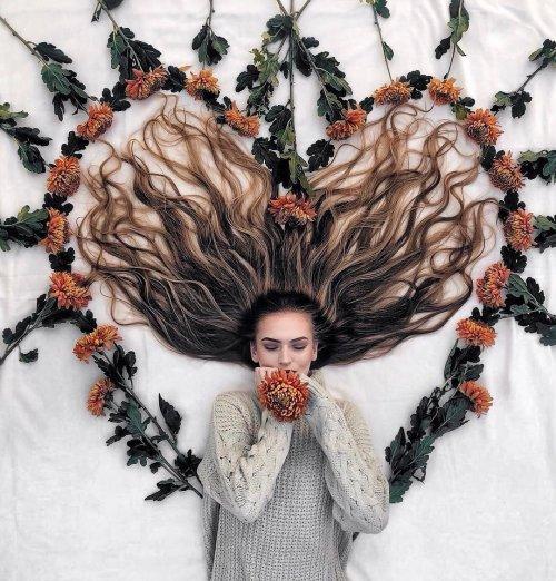Креативная голландка создаёт волшебные композиции со своими длинными волосами (20 фото)