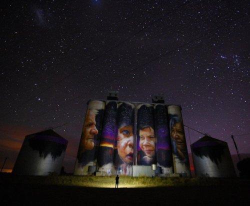Разрисованные зернохранилища в Австралии (9 фото)