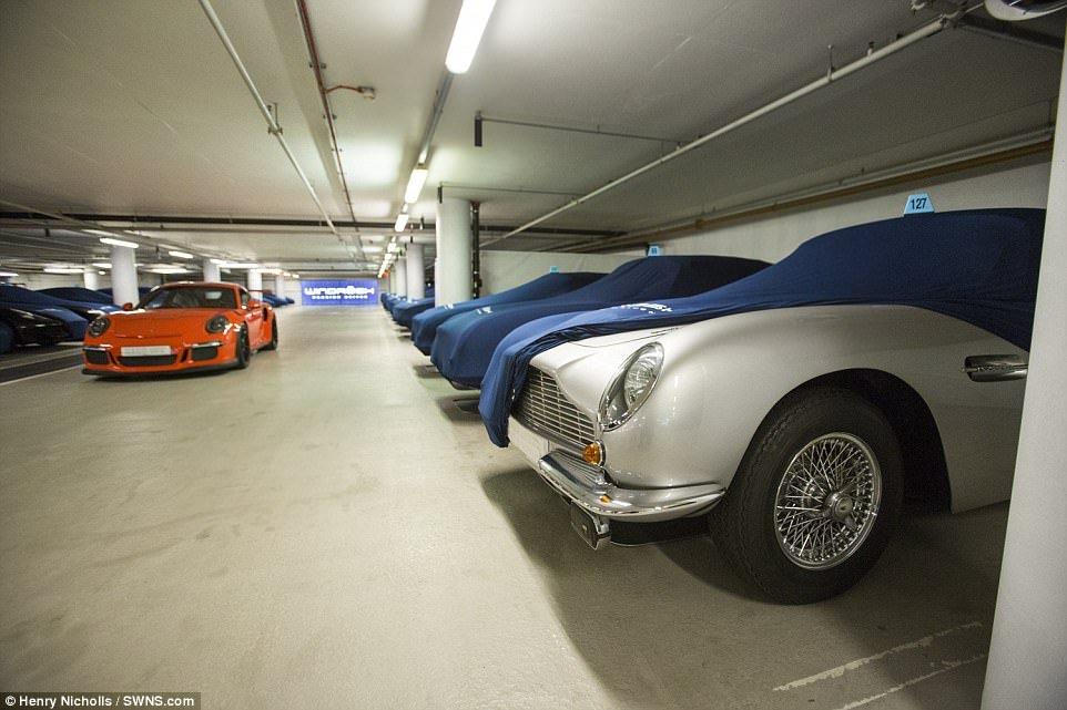 """""""Бэт-пещера"""" с суперкарами: секретная подземная автостоянка,"""