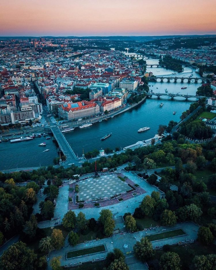 Дрон-фотографии Праги, которые показывают, насколько это действительно