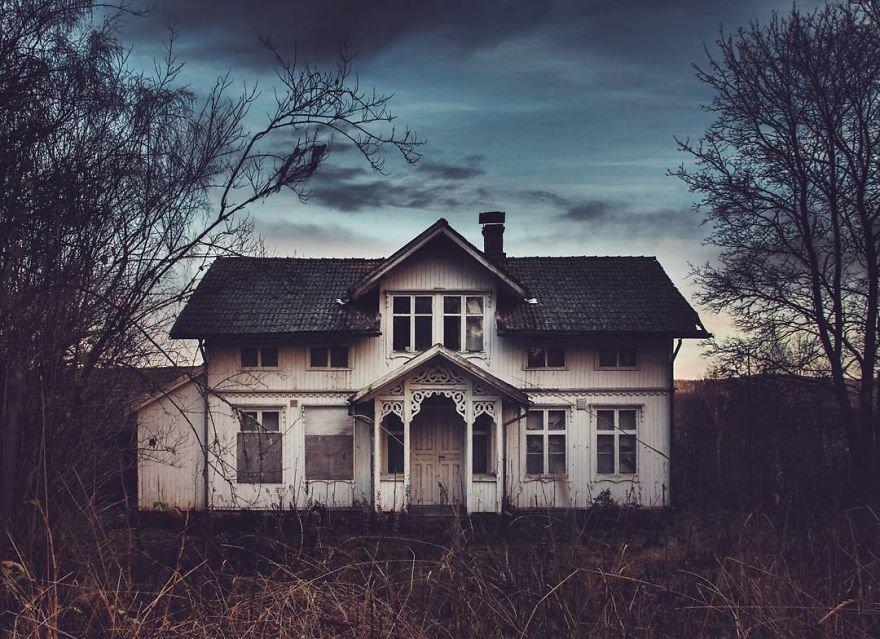 любом фото реального самого старого дома стоимость