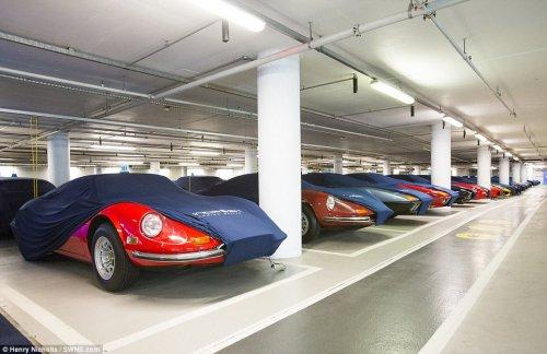 """""""Бэт-пещера"""" с суперкарами: секретная подземная автостоянка, на которой богачи держат свои дорогие автомобили (9 фото)"""