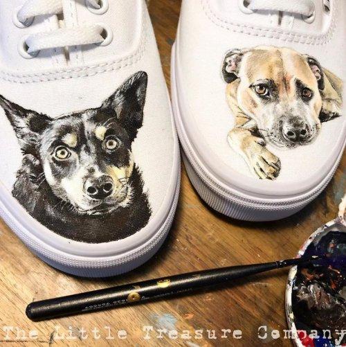 Художница рисует портреты домашних животных на обуви, и их реалистичность просто зашкаливает (7 фото)