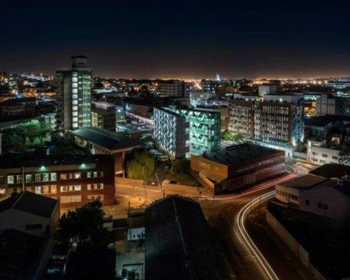 В Йоханнесбурге построили жилой комплекс из морских контейнеров (13 фото)