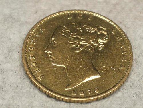 Ирландский мастер делает кольца из монет разных стран (16 фото)