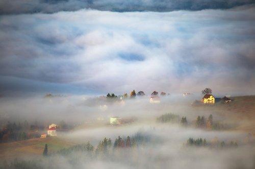 Жизнь в тумане: сельская местность Польши и Италии в фотографиях Марцина Собаса (15 фото)
