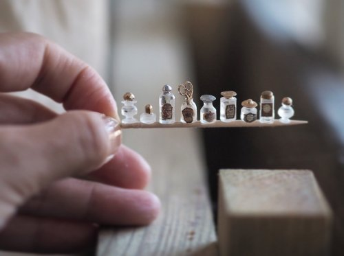 Миниатюрные предметы интерьера для кукольных домиков, созданные с удивительным вниманием к деталям (15 фото)