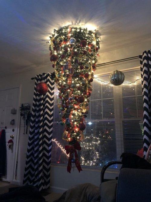 Креативные и прикольные рождественские ёлки. Часть I (28 фото)