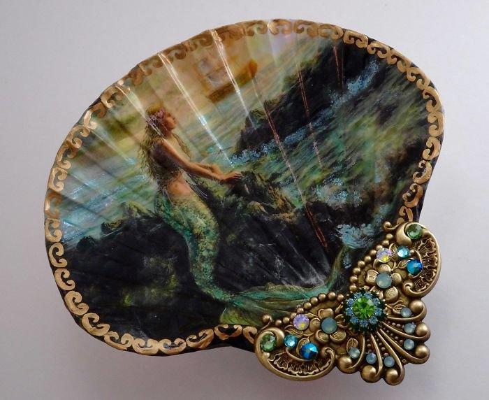 Художница превращает ракушки в произведения искусства, которые похожи