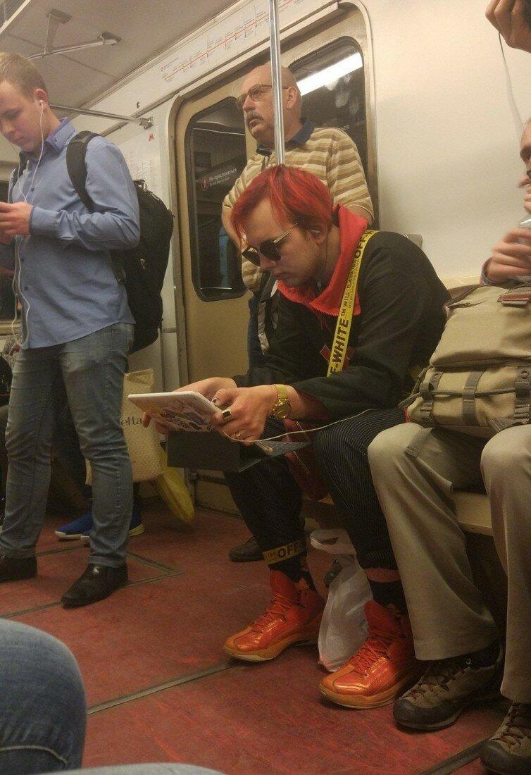 Странные и необычные пассажиры в метро (28 фото)