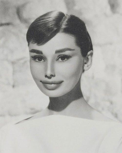Художник показал, как бы выглядели иконы красоты прошлого, если бы соответствовали современным стандартам красоты (6 фото)