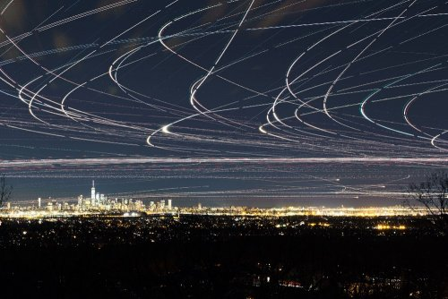 Таймлапс-фотографии самолётов в ночном небе (9 фото)