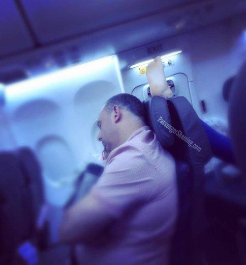 Авиапассажиры, с которыми никому не хотелось бы оказаться на одном рейсе (27 фото)