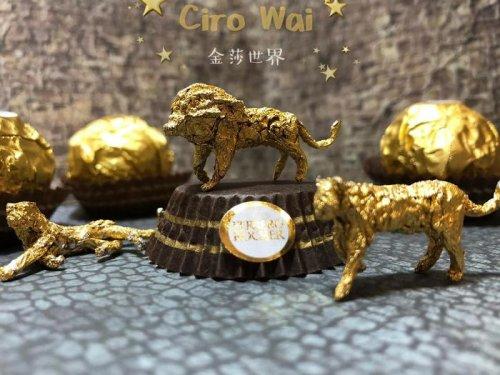 Китайский художник создаёт невероятные скульптуры из упаковки Ferrero Rocher (27 фото)