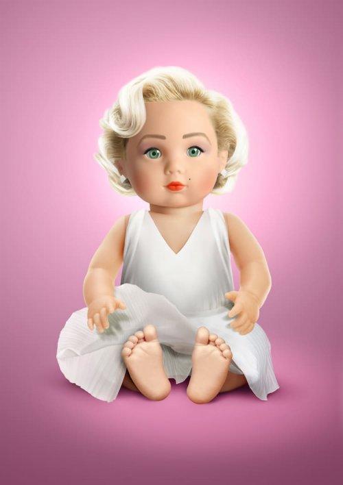 Художник переосмысливает культовых знаменитостей, превращая их в игрушечные куклы (11 фото)