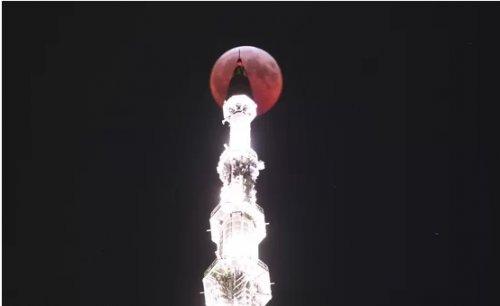 Затмение кровавой волчьей суперлуны поразило наблюдателей (11 фото)