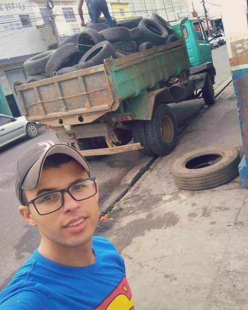 Парень из Бразилии нашёл отличный способ использовать старые шины (12 фото)