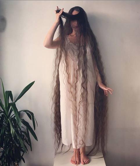Эта Рапунцель из реальной жизни не мыла свои волосы уже целых 20 лет (5 фото)
