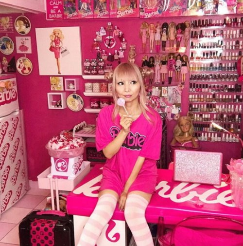 Фанатка Барби превратила свой дом в святилище в честь знаменитой куклы (5 фото)