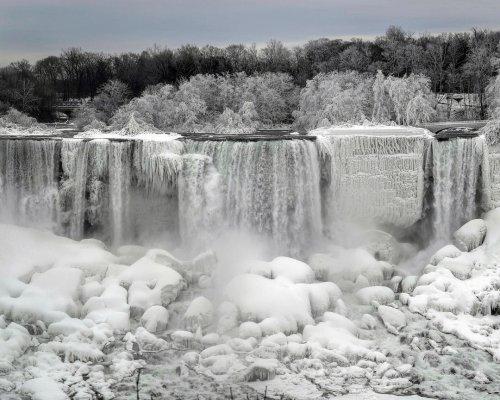 Захватывающие пейзажи замёрзшего Ниагарского водопада (9 фото)