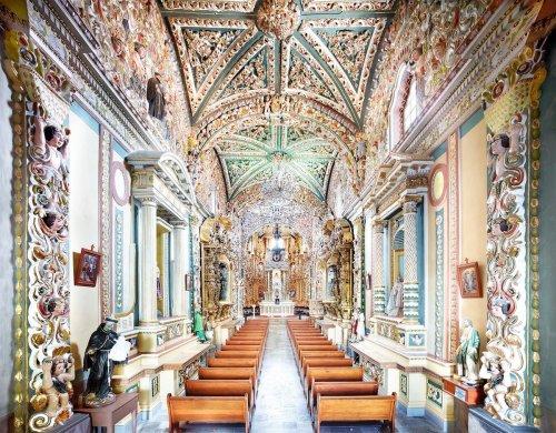 Шестивековая мексиканская архитектура в широкоформатных фотографиях Кандиды Хёфер (8 фото)