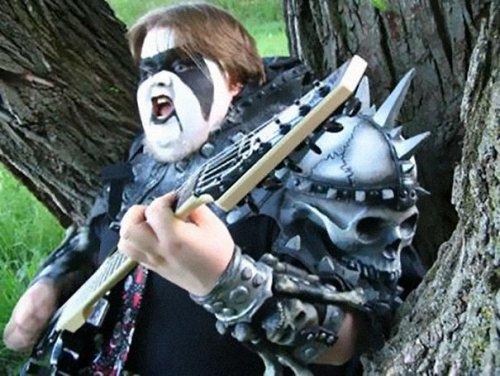 Фотографии хэви-метал групп, которые настолько нелепы, что даже смешно (21 фото)