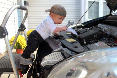 Нескучные фотографии, на которых малыши занимаются обычными делами (23 фото)