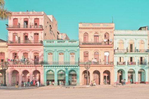 Фотограф запечатлела улицы Гаваны так, будто это кадры из фильма Уэса Андерсона (12 фото)