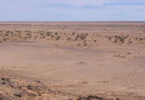 Загадочные каменные сооружения посреди Сахары