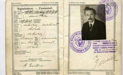 14 паспортов одних из самых знаковых людей в истории
