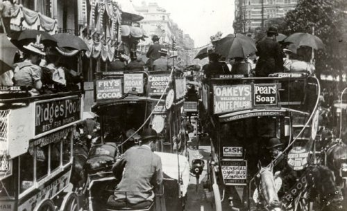 Как выглядели пробки на дорогах в прошлом (13 фото)