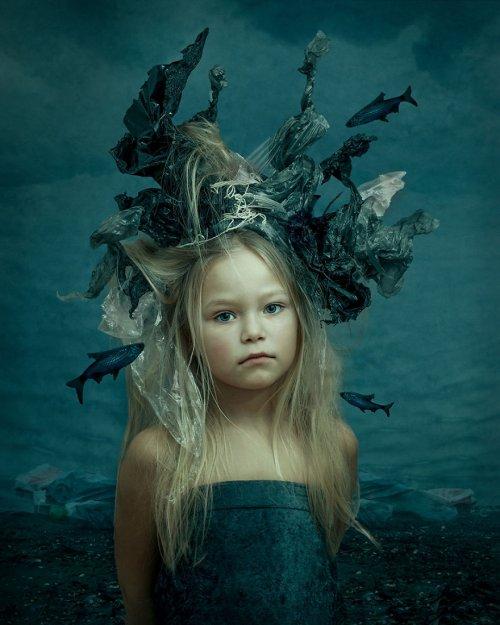 """""""Пластиковый мир"""": концептуальный фотограф изобразила потенциальное тёмное будущее человечества (7 фото)"""