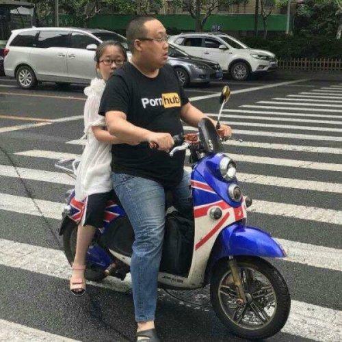 Весёлая уличная мода шанхайских жителей, которые даже понятия не имеют, чем она забавна (16 фото)