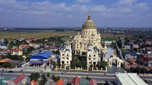 Вьетнамский бизнесмен строит себе дворец, в котором не постеснялась бы жить сама королева Великобритании (5 фото + видео)