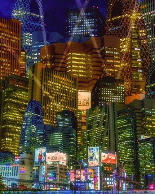 Сюрреалистические фотографии ночного Токио в неоновом свете (26 фото)