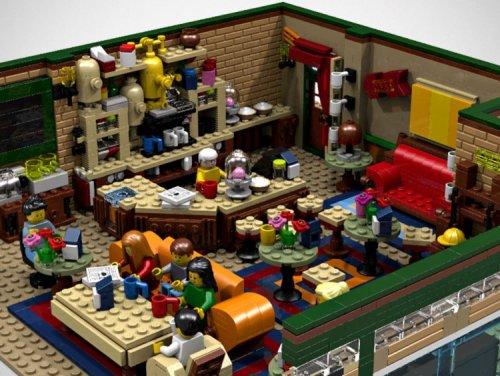 """Знаменитая кофейня Central Perk из сериала """"Друзья"""", воссозданная из LEGO (6 фото)"""
